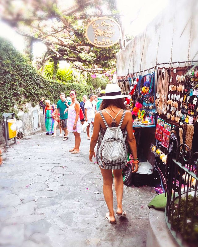 Shopping a Positano