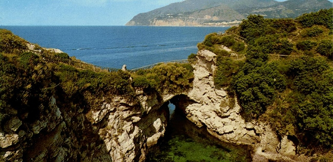 Queen Joan\'s baths - Excursions in Sorrento