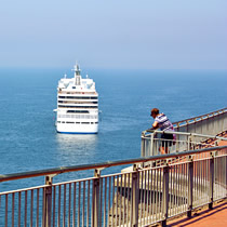 Exploring the coast for cruise passengers